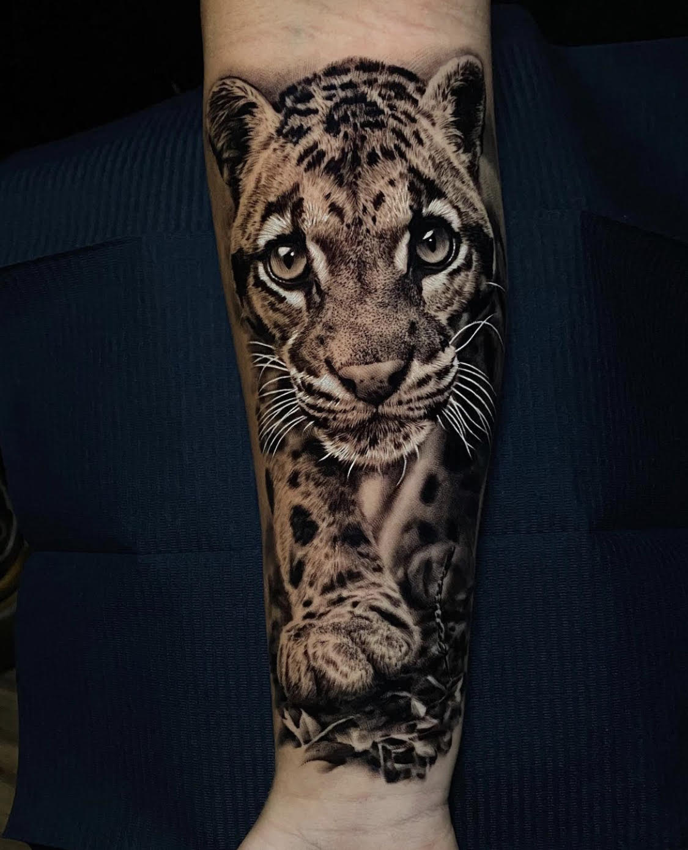 Ash Higham, Rapture Tattoo, Manchester, UK